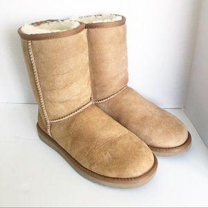 6c5674b3124 Women Short Ugg Boots on Poshmark